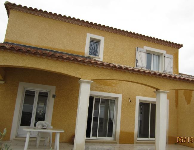 fa ade villa jaune location villa lieuran l s b ziers. Black Bedroom Furniture Sets. Home Design Ideas